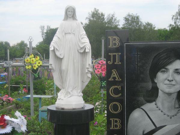 Христианский надгробный памятник из гранита