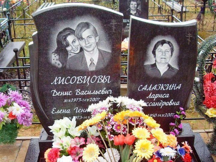 Надгробный памятник для троих
