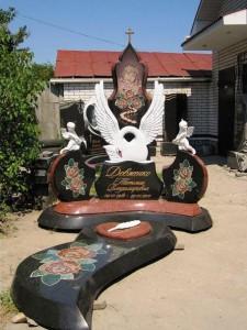 Элитный женский памятник с белым лебедем