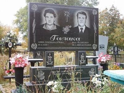 Супружеский надгробный памятник прямоугольной формы