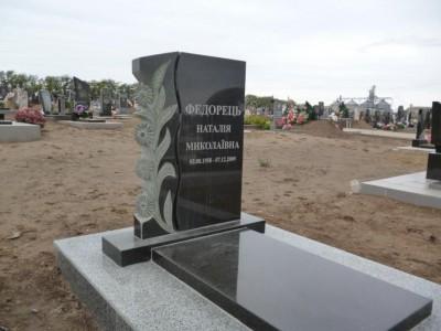 Одинарный стандартный памятник с резной работой №353