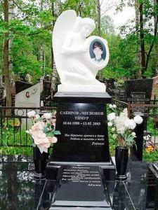 Эксклюзивный гранитный памятник с ангелом для мальчика