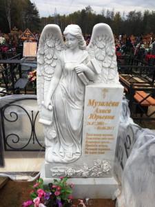 Эксклюзивный женский памятник из белого мрамора
