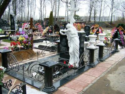 Элитный памятник с крестом и скульптурой