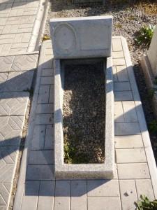 Памятник маленький на могилу из мраморной крошки