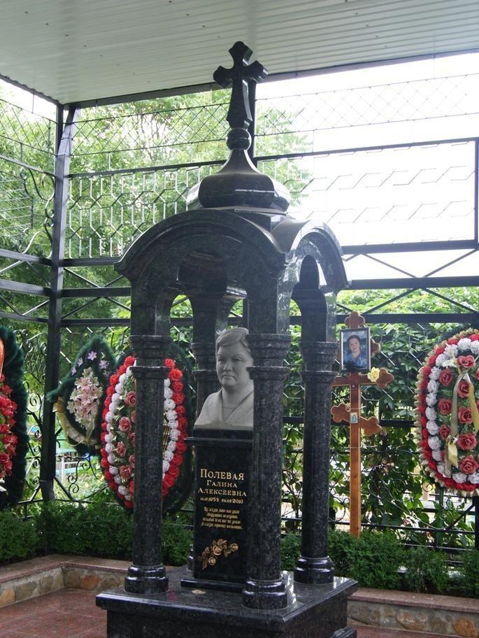 Эксклюзивный памятник с бюстом для женщины