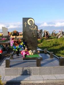 Элитный надгробный памятник с Божьей Матерью