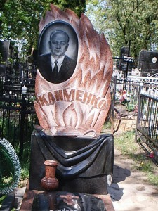 Надгробный памятник с красной гранитной вазой фото