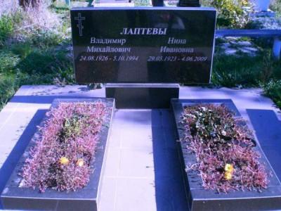 Двойной надгробный памятник с общей стеллой недорогой