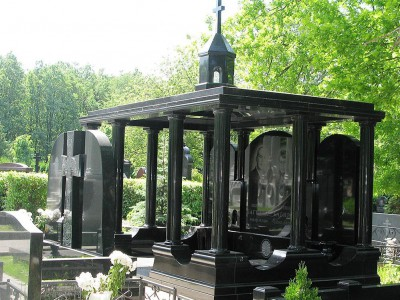 Эксклюзивный мемориальный комплекс из черного гранита