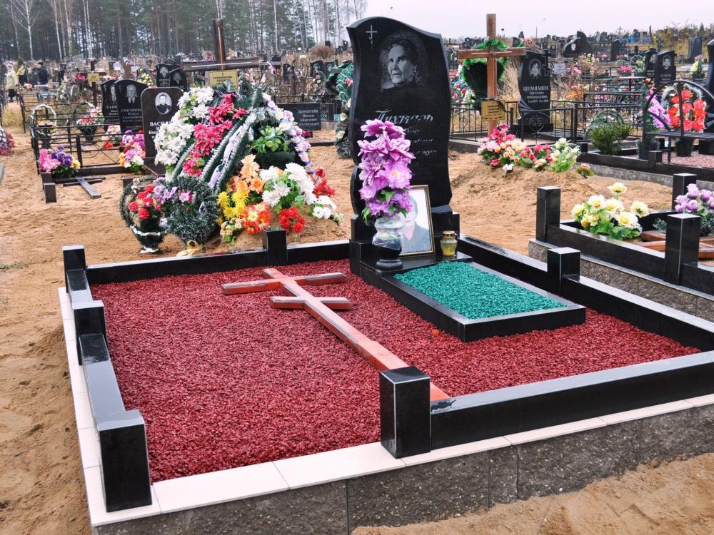 Разноцветный щебень для надгробного памятника