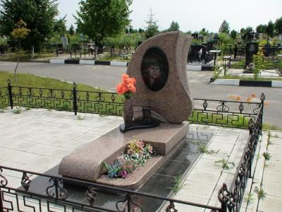 Гранитный памятник одинарный