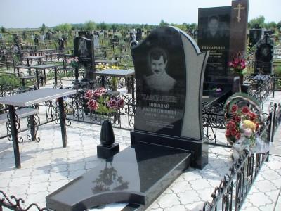 Гранитный памятник из гранита для мужчины