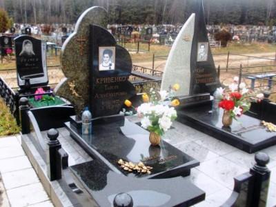 Гранитные надгробные памятники для матери и отца