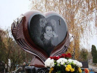 Элитный памятник в виде сердца для маленькой дочери