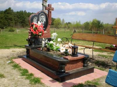 Мужской гранитный памятник в виде сердца