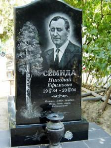 Вертикальная черная стелла для надгробного памятника