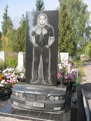 Эксклюзивный гранитный памятник из гранита для водителя