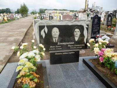 Двойной памятник на могилу горизонтальный