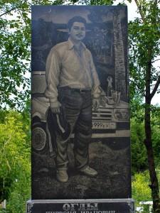 Прямоугольный памятник на могилу водителя