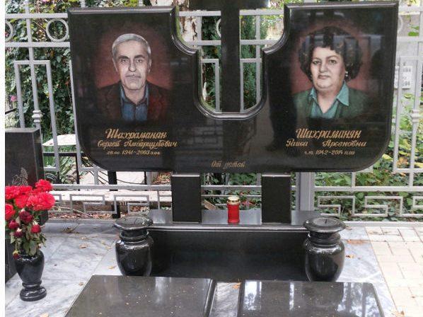Семейный гранитный памятник с цветным портретом