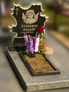 Элитный памятник с резной стеллой для младенцев