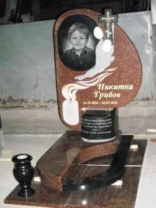Детский гранитный памятник из красного гранита