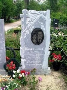 Резной надгробный памятник с березой для двоих