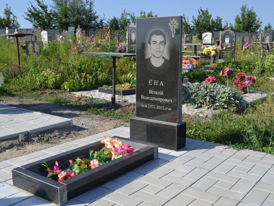 Стандартный надгробный памятник для мужчины
