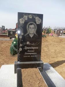 Прямоугольный памятник на могилу из гранита черного цвета