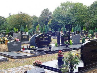 Иудейский надгробный памятник на кладбище