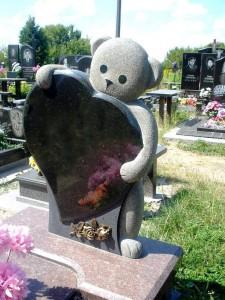 Детский памятники из гранита в виде мишки