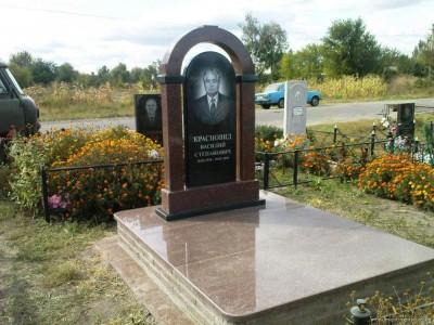Мужской гранитный памятник с аркой