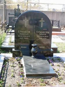 Черные гранитные вазы для памятника фото