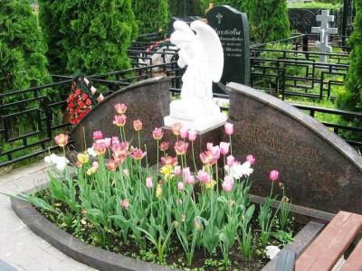 Двойной гранитный памятник с ангелом