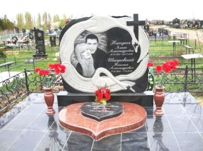 Надгробные памятники из гранита для супругов фото