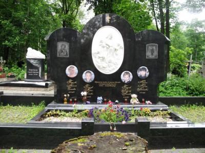 Горизонтальный надгробный памятник для четверых