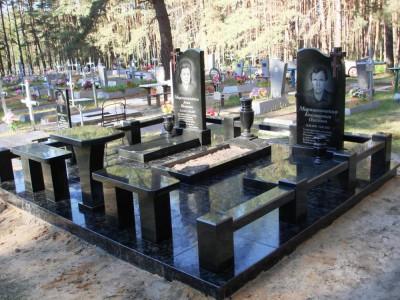 Гранитный мемориальный комплекс из черного гранита