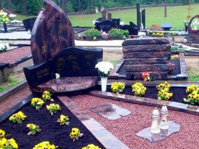 Элитный памятник с открытыми цветниками фото