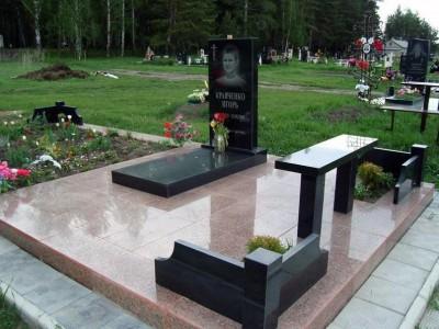 Стандартный надгробный памятник на могилу парня