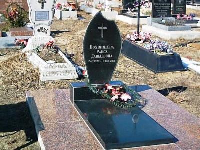 Одинарный памятника из черного гранита