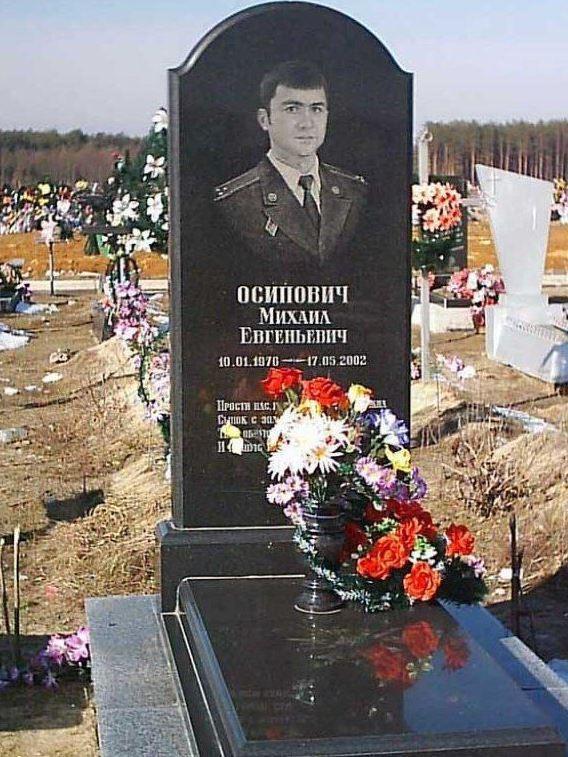 Мужской надгробный памятник из букинского гранита дизайн